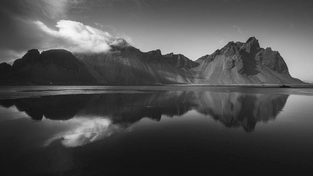 Landscape-Photography-Dramatic-Light-Vestrahorn-Presetpro.com
