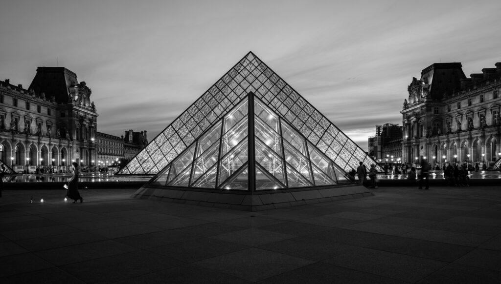 Awe Inspiring Photos | Night at the Louvre