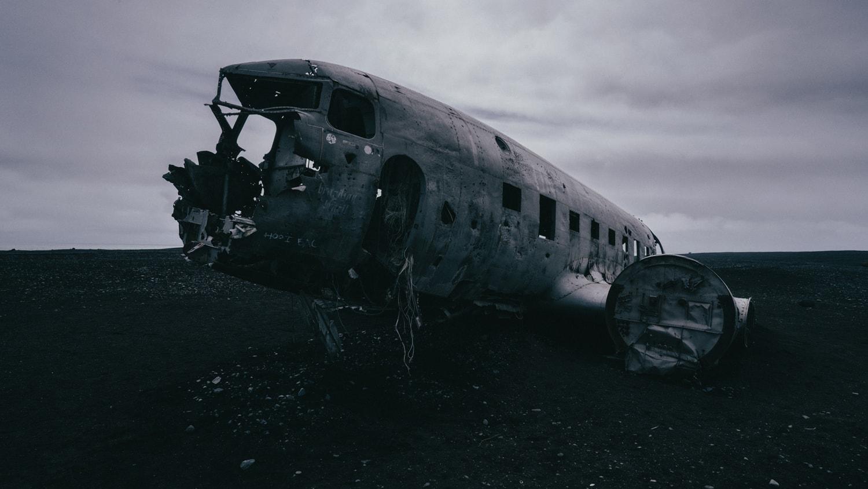 Awe-Inspiring Photos   Iceland Plane Crash